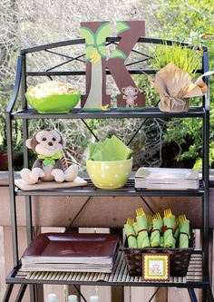 monkey-birthday-party-utensil-silverware-display