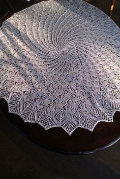 Ravelry: MrsIggulden's Isolde's Christening Shawl // circular Circular Knitting Patterns, Shawl Patterns, Lace Patterns, Lace Knitting, Knitting Designs, Knit Lace, Crochet Patterns, Crochet Baby Shawl, Knitted Shawls