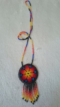 Handmade beaded accessories of the Huichol of Mexico Necklace Circumference: 71 cm Crochet Necklace, Beaded Necklace, Necklaces, Mexican Jewelry, Beaded Jewelry Patterns, Color Mixing, Diy And Crafts, Chokers, Pendants