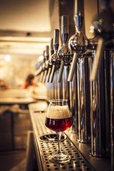 #Bar La Fine Mousse, the best #beers in #Paris. 6 avenue Jean Aicard, 75011 Paris | More places in decervezasporelmundo.com
