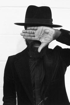 artcomesfirst: Faceless hair beard suit hat