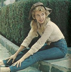 """Ellie May in blue jeans -- After the first season of The Beverly Hillbillies show aired, a Levi-Strauss executive was quoted as saying that """"Donna Douglas has done more for the sale of blue jeans in one year than cowboys have done in a hundred. Donna Douglas, Buddy Ebsen, The Beverly Hillbillies, Vintage Gentleman, Donna Reed, Best Abs, Old Shows, Comedy Tv, Female Actresses"""