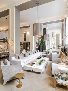 Kelly Hoppen is one of greatest interior design inspirations of all times. Her home projects are an unbelievable source of luxury interior design ideas Top Interior Designers, Luxury Interior Design, Interior Decorating, Condo Interior, Decorating Ideas, Top Designers, Decorating Websites, Kitchen Interior, Lounge Design
