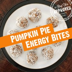 A deliciously healthy snack that is gluten free, vegan, and tastes just like pumpkin pie. 21 Day Fix approved! 21 Day Fix Snacks, 21 Day Fix Diet, 21 Day Fix Meal Plan, Easy Low Carb Meal Plan, 21 Day Fix Vegetarian, Fixate Recipes, Egg Free Recipes, Healthy Groceries, Energy Bites