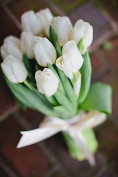 white tulip #wedding #bouquet