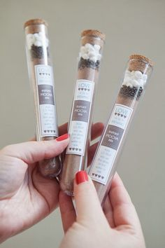 DIY Instant Mocha Mix Favors ~ 10 Amazing DIY Wedding Favors - Part 3 | bellethemagazine.com