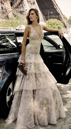 Soft, feminine stunning gown that could be used as a wedding gown. Evening Dress Long, Evening Dresses, Prom Dresses, Beautiful Gowns, Beautiful Outfits, Gorgeous Dress, Mode Glamour, Mode Inspiration, Dream Dress