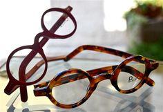 occhiali da vista tondi in plastica.... un po' alla Edith Head o alla  Le Corbusier... sempre belli, attuali e con personalita'. questi sono di Pollipo' , fatti a mano, puro artigianato italiano ! da OTTICA FOTO AUTELLI MONCALIERI
