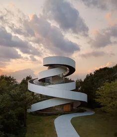 Ribbon Chapel, uma chapela para casamento que remete a duas fitas de papel entrelaçadas em Hiroshima, no Japão.