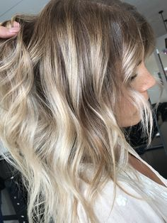 Blonde balayage, long hair, cool girl hair ✌️ Lived in hair colour Blonde bronde brunette golden tones Balayage face framing blonde Textured curls