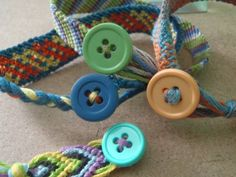 Ending bracelets with a button  http://www.braceletbook.com/tutorial/32_ending-bracelets-with-a-button.html