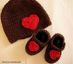 Detské súpravy - detská čiapka so srdiečkom, topánočky so srdiečkom - 3782033_