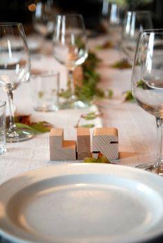 Holzbuchstaben als Hochzeitsdeko oder Platzkarte von kleinHOLZ und kleinKUNST auf DaWanda.com