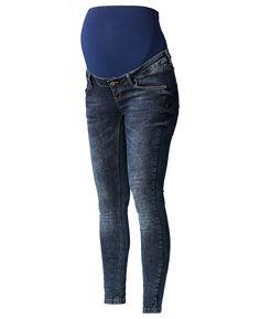 Deze zwarte positie jeans van Supermom heeft een skinny pasvorm. Het model heeft een tricot band rondom de buik. De zwangerschapsjeans is voorzien van een verstelbare tailleband, riemlussen, een knoopsluiting en een sier gulp. Het model is verkrijgbaar van taillemaat 28 t/m 33.