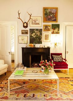 an english woman in new york: rita konig. / sfgirlbybay, kilim rug, gallery wall, chic living room