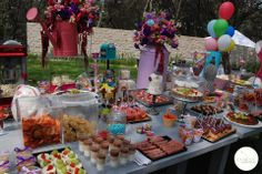 Barra de postres y dulces para fiestas.
