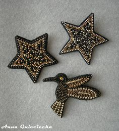 Gwiazdki i koliberek, broszki / Stars nad little hummingbird brooches; beads, chains, crystals, felt, leather