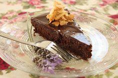 כמה מושחתת - ככה פשוטה: עוגת שוקולד עשירה ומפנקת שלא דורשת מרכיבים מיוחדים או עבודה מרובה. והיא אפילו נטולת גלוטן Chocolate Almond Cake, Almond Cakes, Chocolat Cake, Flourless Cake, Black Forest Cake, Pound Cake, Deserts, Dessert Recipes, Gluten Free