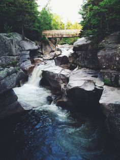 Hiking trails, cliff jumping holes and waterfalls in NH