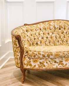 {rosalyn} q: 1 dark wood ​pale pink print ​~has matching arm chair~ ~retiring soon ~ Vintage Sofa, Vintage Velvet, Vintage Furniture, Furniture Decor, Gold Sofa, Floral Chair, Yellow Sofa, Printed Sofa, Velvet Sofa
