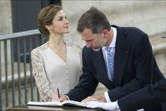 King Felipe VI of Spain and Queen Letizia of Spain, French President Francois Hollande, attend a meeting at the Elysee Palace on June 2, 2015 in Paris, France. (Felipe VI of Spain and Queen Letizia of Spain are on a three-day visit in France. Originally scheduled for March 24, this visit had to be suspended after Germanwings flight 9525 crashed in the French Alps)