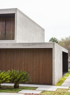 Image 8 of 38 from gallery of Cubes House / Studio [+] Valéria Gontijo. Photograph by manufatura creative Concrete Architecture, Modern Architecture Design, Facade Design, Residential Architecture, Modern House Design, Exterior Design, Interior Architecture, Contemporary Design, Unusual Homes