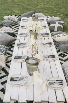 Design ideas & inspiration for the perfect outdoor dinner party 00031 Outdoor Dinner Parties, Backyard Parties, Picnic Parties, Birthday Dinners, Birthday Table, Picnic Birthday, Girl Birthday, Deco Table, Decoration Table
