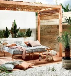 20 Gardens decorated in romantic, urban, boho style and a lot of charm | My desired home Cama Ikea, Ikea Bed, Daybed Pillows, Diy Daybed, Daybed With Storage, Daybed With Trundle, Zara Home, Mid Century Modern Daybed, Bali
