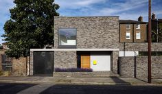 Architects builds grey-brick house around three small courtyards in London Grand Designs Uk, Grey Brick Houses, Townhouse Designs, Suburban House, Small Courtyards, Build Your Own House, London House, Exterior Remodel, New Builds