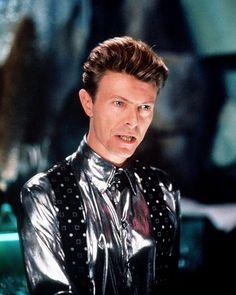 David Bowie - The Linguini Incident 1991 Glam Rock, The Linguini Incident, David Bowie Labyrinth, Ziggy Played Guitar, Bowie Starman, The Thin White Duke, Ziggy Stardust, Music Icon, David Jones