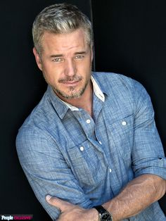 15 Shades of Grey: The Hottest Male Silver Foxes Dr. Mark Sloan aka Eric Dane, the red hot silver fox doctor. Older Mens Hairstyles, Haircuts For Men, Men's Hairstyles, Rebecca Gayheart, Mark Sloan, Eric Dane, Mature Men, Good Looking Men, Greys Anatomy