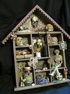 I have seen these empty wall decor boxes at thrift stores perfect and inexpensive halloween decoration. Halloween Projects, Halloween House, Spooky Halloween, Holidays Halloween, Vintage Halloween, Happy Halloween, Cute Halloween Decorations, Hallowen Ideas, Halloween Shadow Box