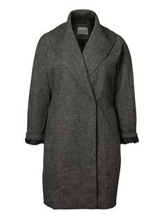 The perfect oversize coat for winter. Plus size coat from JUNAROSE