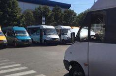 В Николаеве водитель маршрутки сломал нос подростку, который переходил дорогу на «красный»