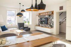 Zariaďte si obývačku v štýle Provence. Krémová, biela alebo sivá vykúzlia útulnú atmosféru plnú vznešenosti. #rodinnydom #dom #byvanie #interier #dizajninterieru #modernebyvanie #svojpomocne #modernydizajn #svetlyinterier #ytong #stavebnymaterial #provence #vidieckystyl #doplnky #obyvaciaizba Provence, Design, Home Decor, Decoration Home, Room Decor, Home Interior Design, Aix En Provence, Home Decoration