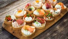 Finger foods have been around for a long time and over the years; Find out how finger food has evolved List Of Appetizers, Easy Appetizer Recipes, Healthy Appetizers, Ideas Para Canapés, Silvester Snacks, Savory Tart, Bruschetta, Finger Foods, Catering