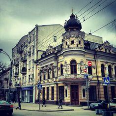 Угол Большой садовой и переулка Халтуринского. Бывший дом Черновой.