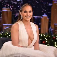 Jennifer Lopez Was Addicted to Sugar Before Completing 10 Day Challenge Healthy Carbs, Healthy Foods To Eat, Superfood, 10 Day Challenge, Blaming Others, Her Cut, Oscar Dresses, Keto, Eat Fruit
