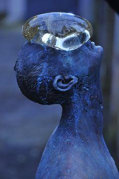 Tengase Presente: Gota de agua en el rostro Escultura