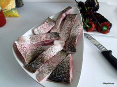 cum se condimenteaza pestele pentru saramura (1) Crap, Fish Recipes, Food And Drink, Fruit, Ethnic Recipes