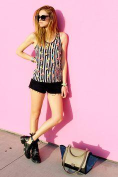 Chiara Ferragni nos demuestra que un look simple puede volverse muy cool con las prendas adecuadas