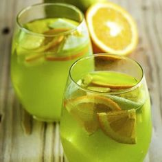 Enjoy the Olive Garden Green Apple Sangria when you make it at home, you need just three basic ingredients for this amazing sangria. Green Apple Moscato Sangria, Watermelon Sangria, Sangria Drink, Alcohol Drink Recipes, Sangria Recipes, Cocktail Recipes, Summer Drinks, Fun Drinks, Liquor Drinks