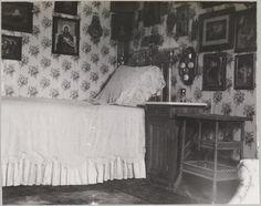 Boudoir da Imperatriz Alexandra, com ícones, chintz e móveis de vime.