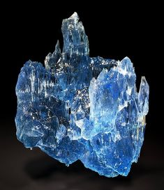 Amazing Blue Aquamarine from Pedra Azul, Jequitinhonha valley, Minas Gerais, Brazil credit: Rudolf Watzl  Geology Wonders