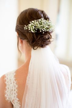 Textured bridal updo © www. hairstyles updo with veil Bridal Hair Updo With Veil, Bride Hairstyles With Veil, Updo Veil, Bridal Hairdo, Flower Girl Hairstyles, Bridal Hair Flowers, Wedding Hair And Makeup, Hairstyle With Flowers, Girls Hairdos