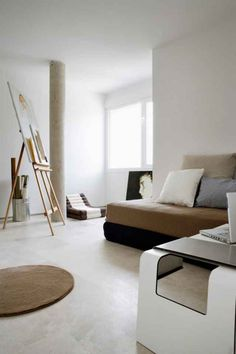 How to integrate a painting easle in your living room. Simplicity