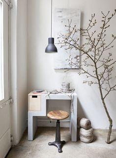 Werkkamer met beton | workspace with concrete | Fotograaf Jansje Klazinga | Styling Frans Uyterlinde | Bron: vtwonen mei 2013