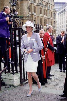 Princess Diana Wedding, Princess Diana Pictures, Princess Anne, Prince And Princess, Princess Of Wales, Prince Harry, Princess Diana Memorial Fountain, British Monarchy History, Camilla Parker Bowles