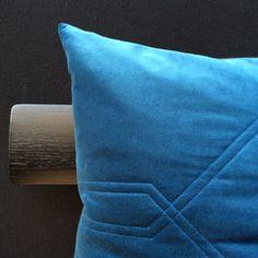 Samtkissen von Louise Roe Throw Pillows, Blog, Cushions, Blogging, Decorative Pillows, Decor Pillows