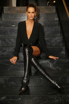 girl wearing black thigh high boots on bare legs with a shor.- girl wearing black thigh high boots on bare legs with a short dress Black Thigh High Boots, High Leather Boots, High Heel Boots, Black Boots, Izabel Goulart, Sexy Stiefel, Best Street Style, Street Styles, Alessandra Ambrosio